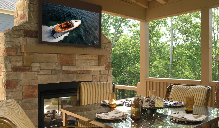 Outdoor Dining With SkyVue